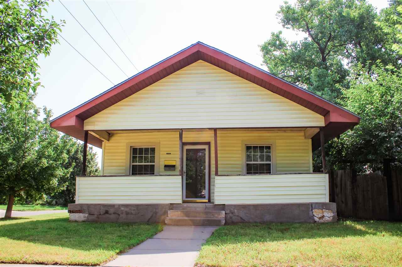This adorable bungalow features 2 bedroom, 1 bath on a corner lot with a large backyard. What I love