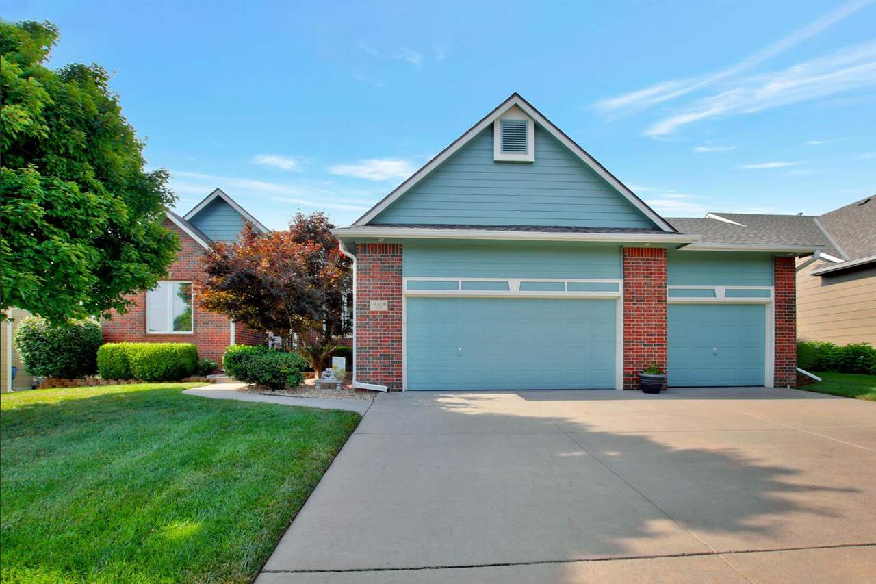 You will be so proud to own this Amazing Auburn Hills home**Welcome your guests into the Great Room