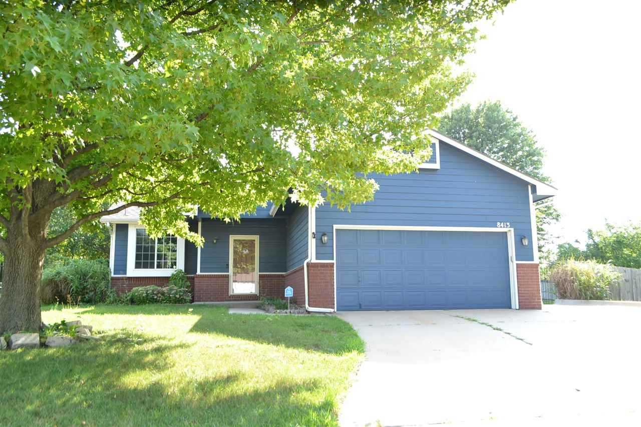 Great 3 bed 2 bath ranch on the main floor on a super large cul-de-sac lot! Vaulted living room, kit