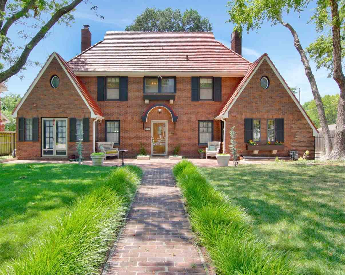 Fabulous College Hill tudor, on one of the neighborhood's most desirable blocks, is move-in ready! T