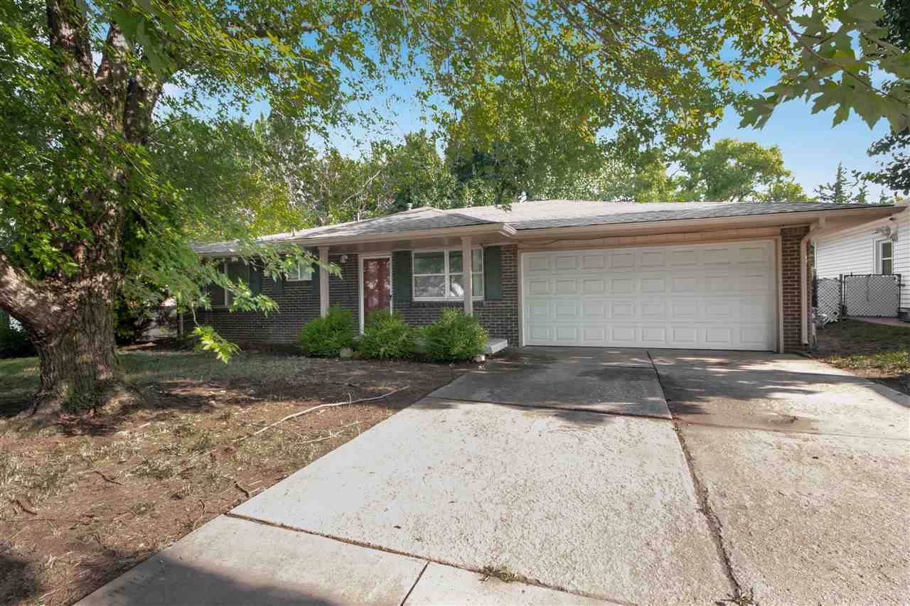 Move in ready home in northeast Wichita! Close to shopping, entertainment, and dining with easy acce