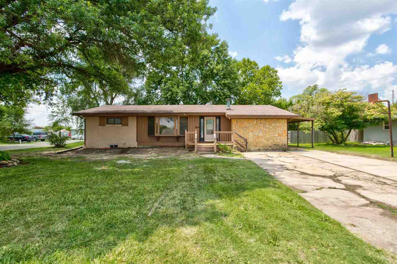 Ready for small town living and an easy commute to Wichita, Valley Center or Newton? Welcome home to