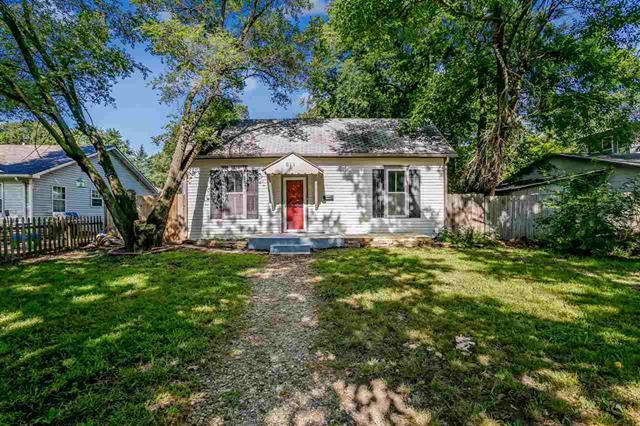 For Sale: 611  Spruce St, Halstead KS