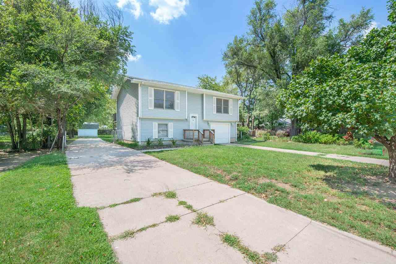 4 BED 2 BATH HOME WITH A FINISHED VIEW OUT BASEMENT IN GREAT CONDITION & READY FOR YOU!  HOME FEATUR