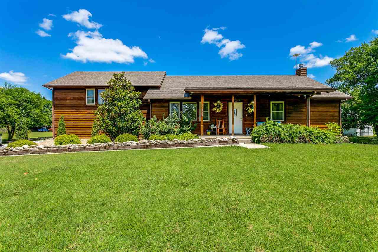 Country living within just minutes of everything you could possibly need! The sellers just loved how