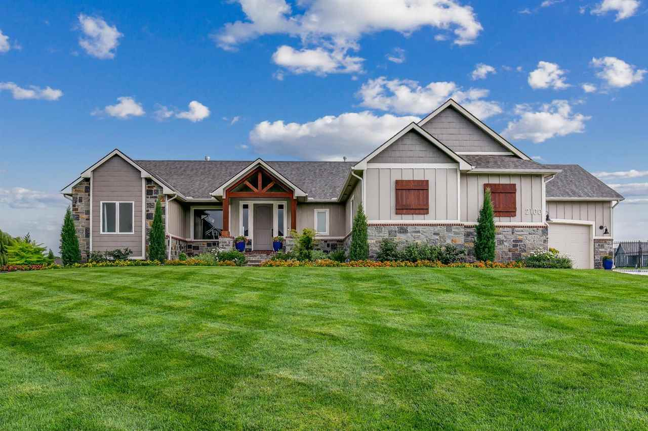 This exceptional Lies-Bugner custom-built home is located on a beautiful half-acre lake lot with man