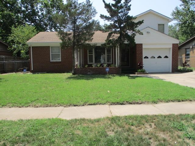 This home is clean and ready to move in. All Brick, new guthering, new garage door opener, good size