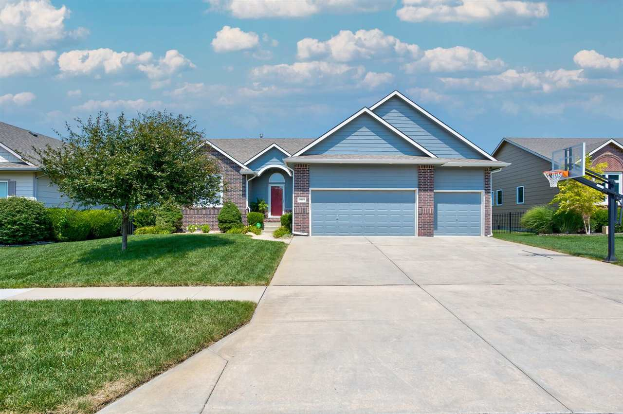 Beautiful Ranch in Stone Creek with Fenced yard and Sprinkler System and lots of Green Space for exp