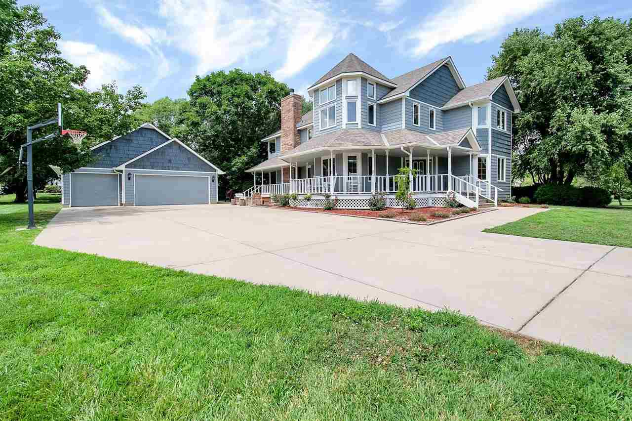 If you are looking for country elegance, while staying close to town, you won't want to miss this St