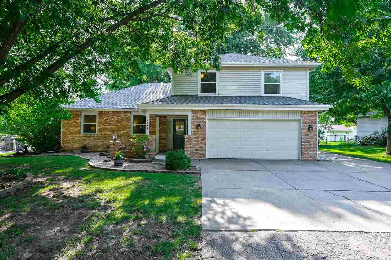 Beautiful home in West Wichita, and Goddard School district.. You will love the kitchen with stainle