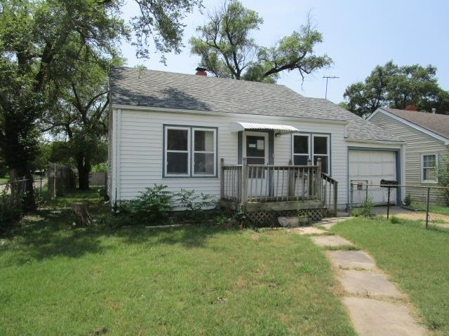 This charming 2 bed 1 bath bungalow has a 1 car attached garage and a bonus room with lots of potent