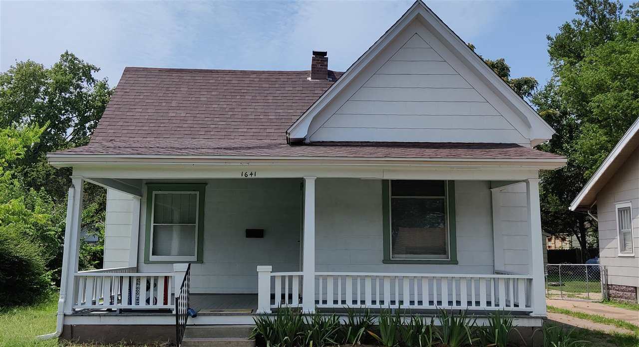Move-in ready bungalow! 2 bedrooms 1 bath. New Roof on home and garage, new paint and carpet. New fr