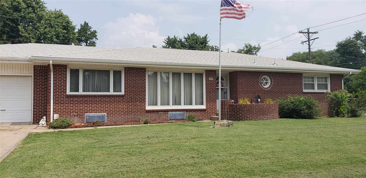 Welcome home to this 2bed 2bath home in west Wichita.  Relatively close to 1-235, shopping, gyms, re