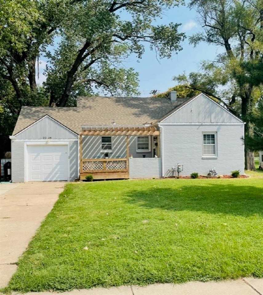 WELCOME HOME to this 2 bedroom, 1 bath cottage home close to the river right off of 13th and is loca
