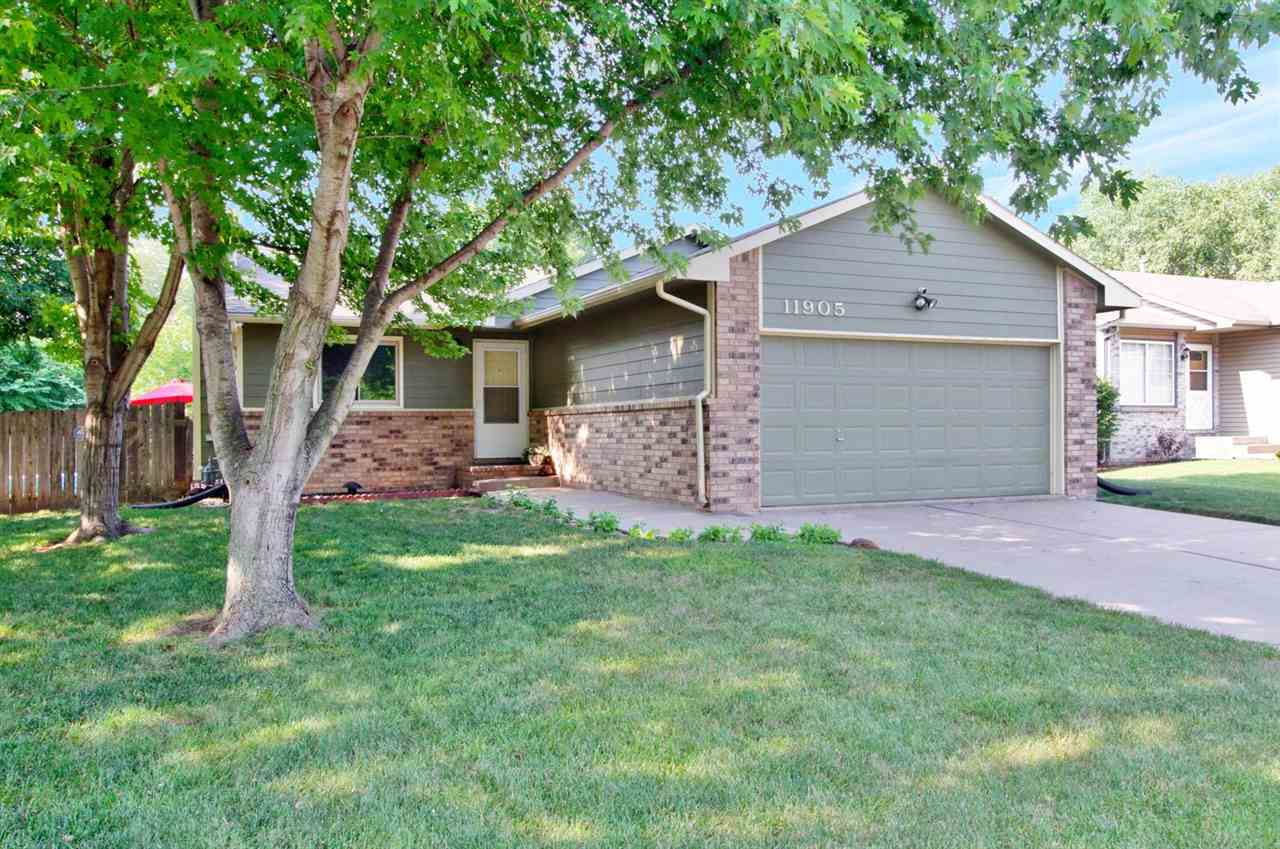 Cute 3 BR, 2BA home in Maize School District.  Updated bathrooms, fresh paint, newer flooring, new h