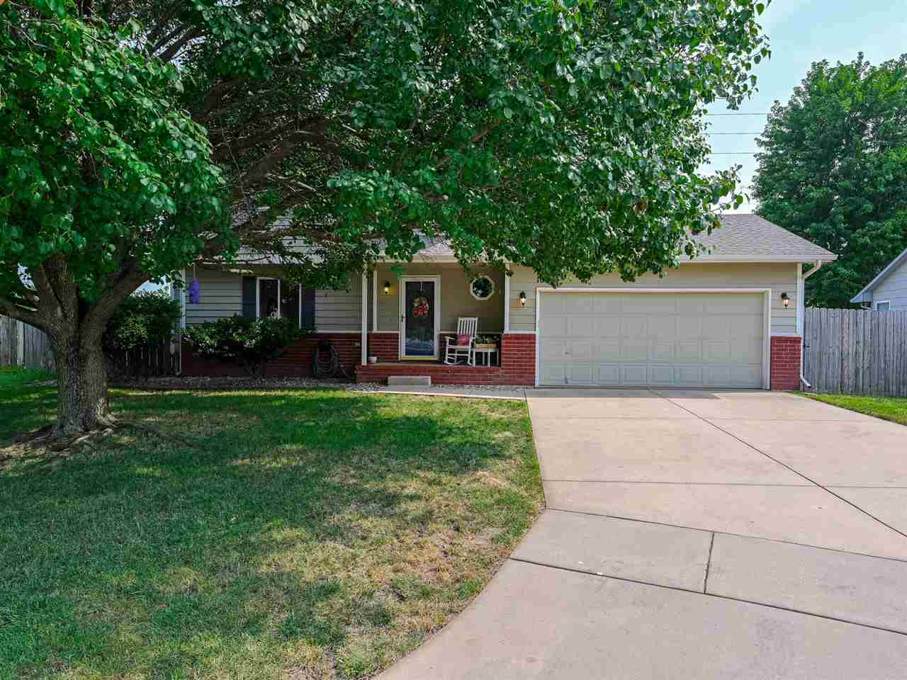 Goddard schools!!  CURB APPEAL!!  Love the front porch of this house on a cul-de-sac lot, in a quiet