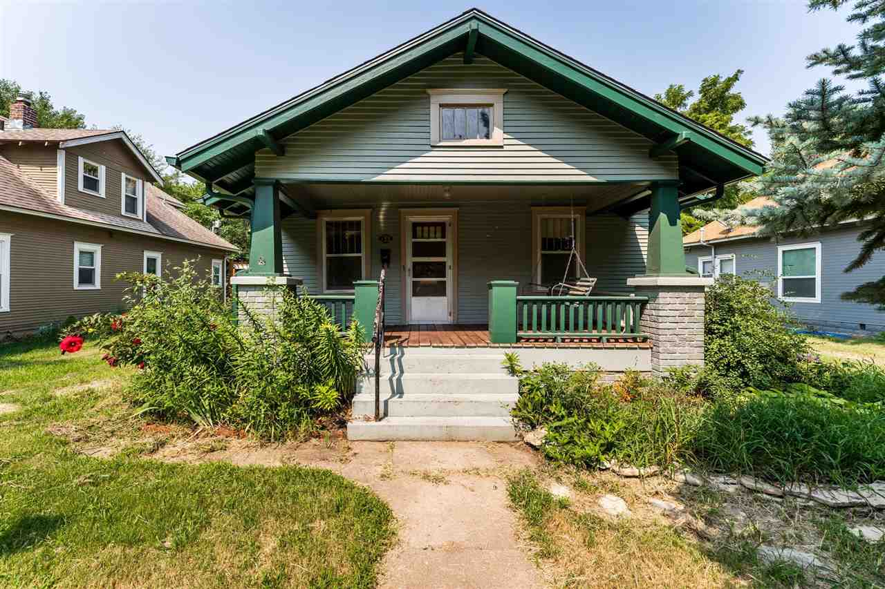 Delano bungalow just minutes from Friends, Downtown, and everything the Delano neighborhood has to o
