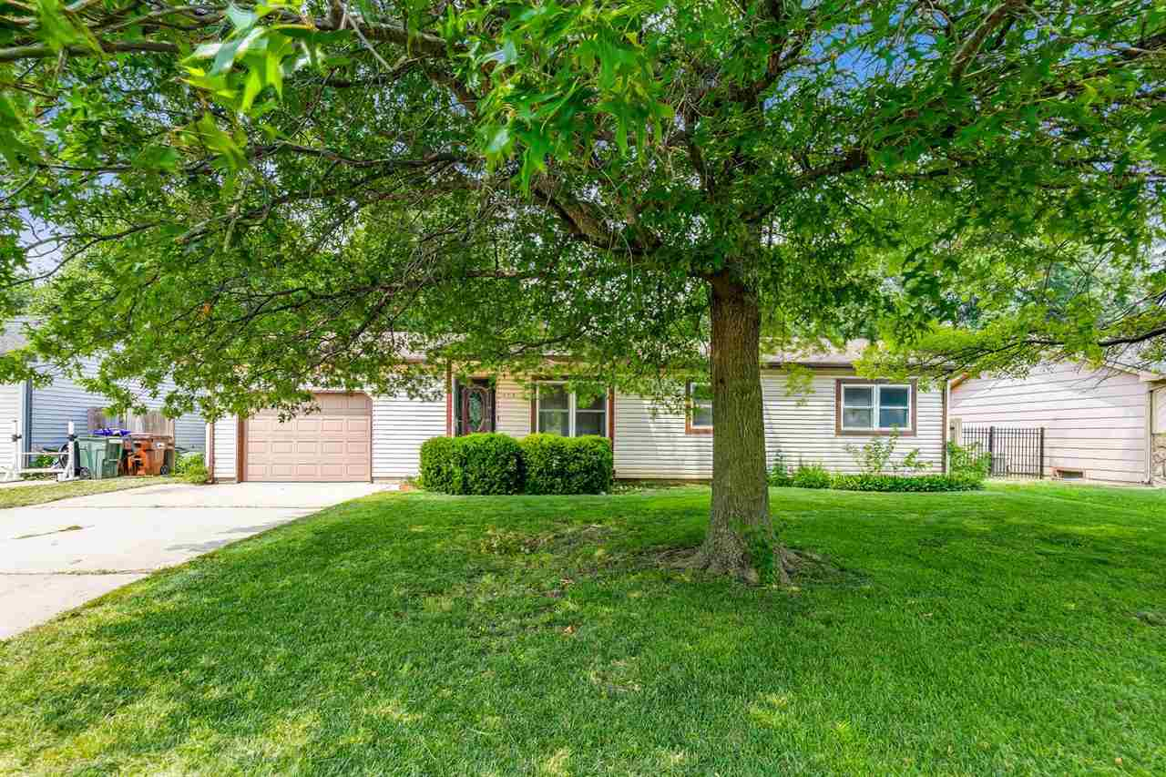 Move in ready 4 Bedroom, plus an office,  in Haysville within walking distince to k-8 schools and pa
