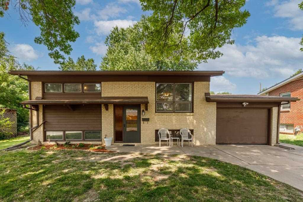 Welcome home to this spacious 3bed/1.5bath/1car bi-level with partially finished basement in south w