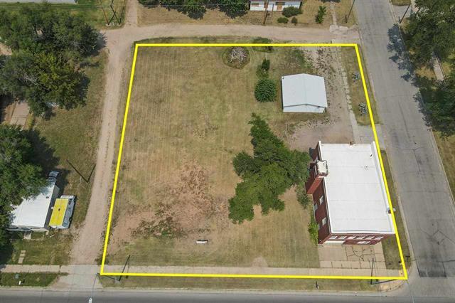 For Sale: 1824 E 4TH AVE, Hutchinson KS