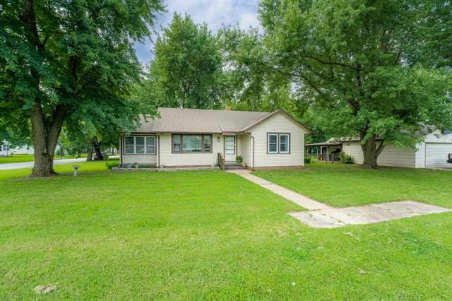 For Sale: 205 S Lee St, Clearwater KS