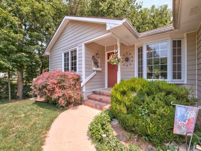 For Sale: 304 S Cedar St, Hillsboro KS