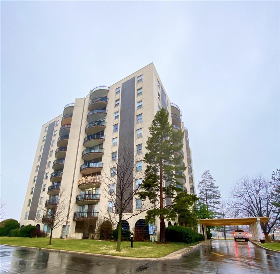 Enjoy care-free urban lifestyle! 1 BR, 1 BA unit on 3rd floor, open plan, living room, dining room,
