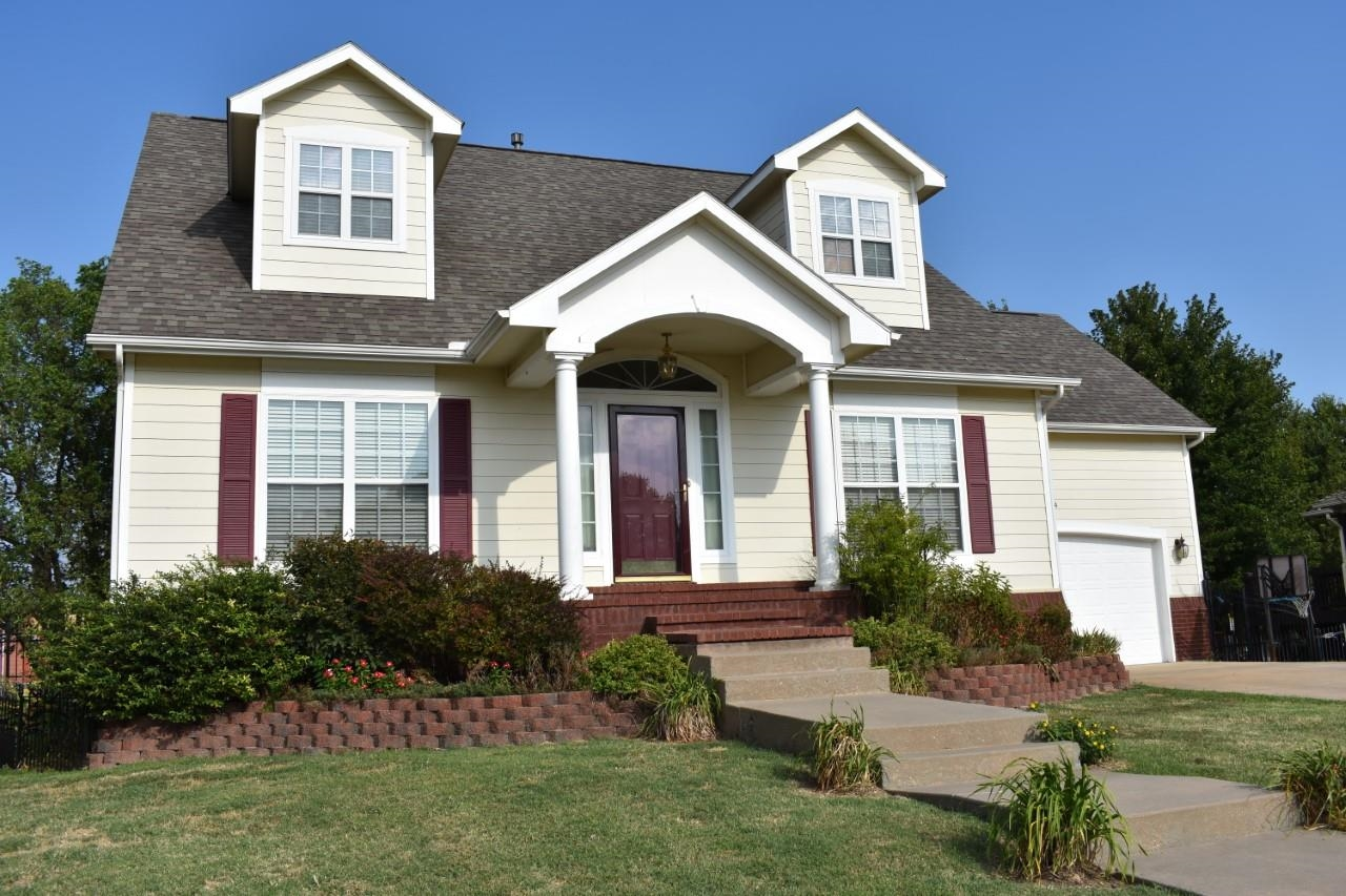 Cleaned and ready for YOU!! ... SIX Bedroom 2 Story with a HUGE bonus room tucked behind one of the