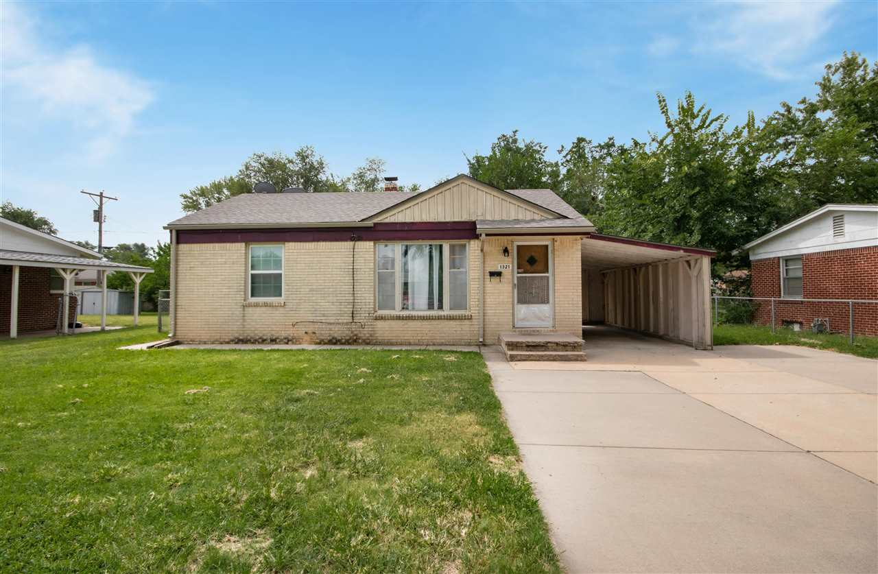 This great starter home or investment property is ready for you to make your move! This 2 bedroom, 2
