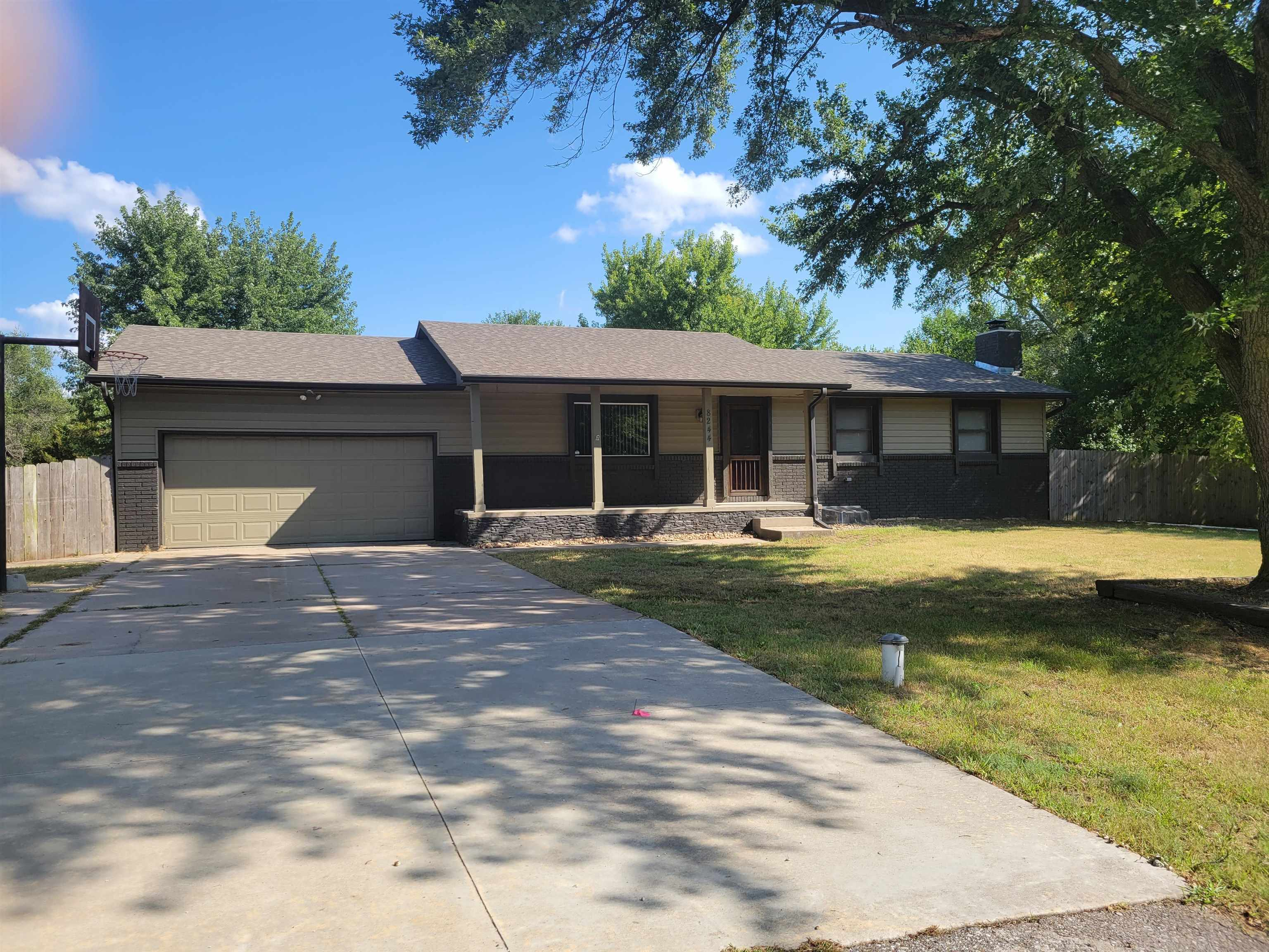 Country living and just a few miles from town!! Spacious 4BR 3BA ranch with 2,800 sq ft of living sp