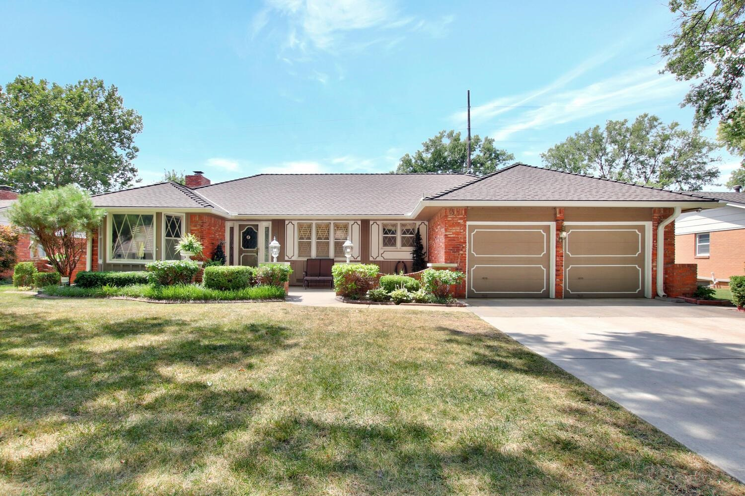 This sunny home in the Rockwood neighborhood has been meticulously cared for. Step into the spacious
