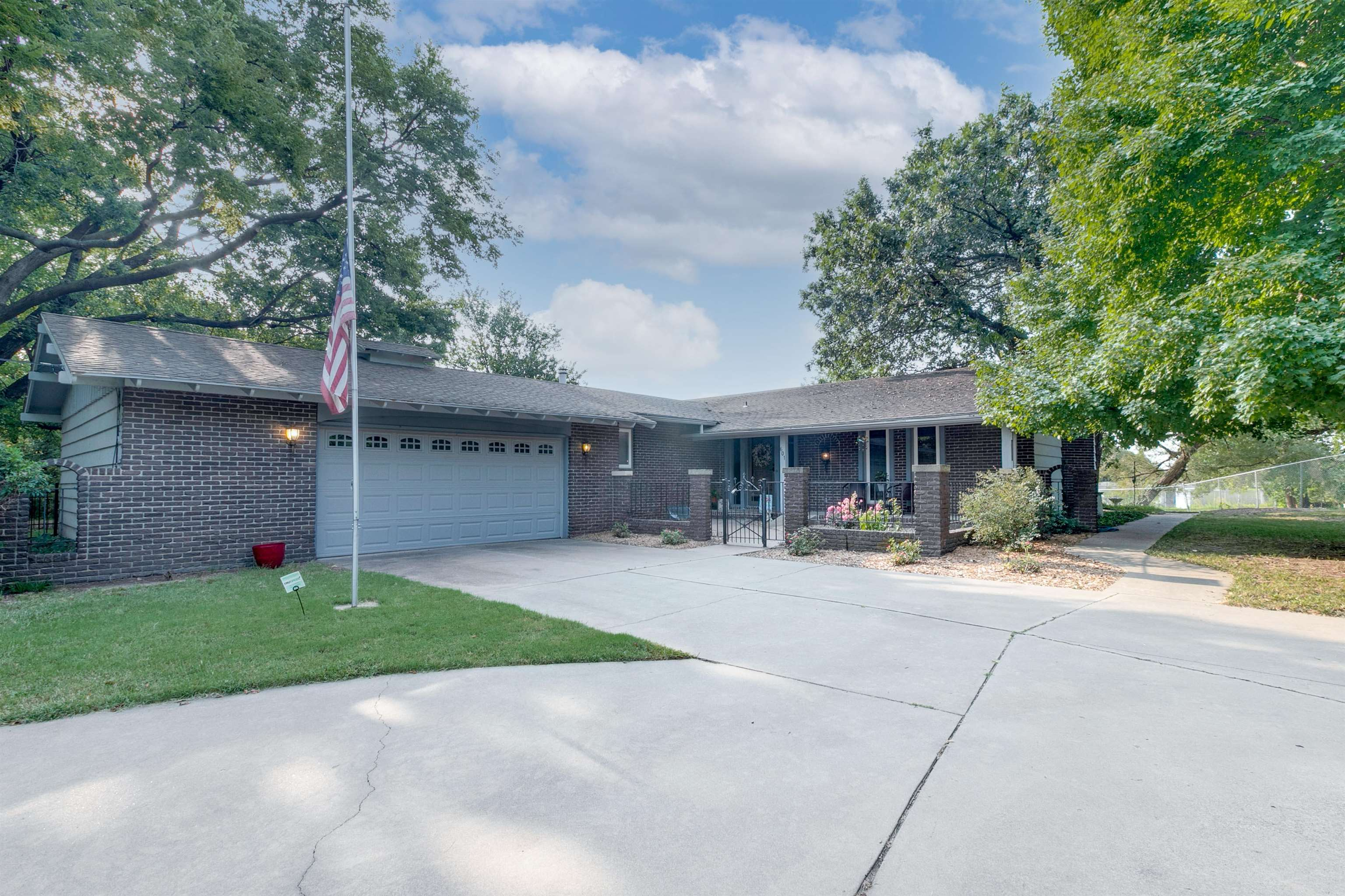 True hidden gem!!! Located with the Sand Creek Bike Path in the back yard and cul-de-sac in the fron