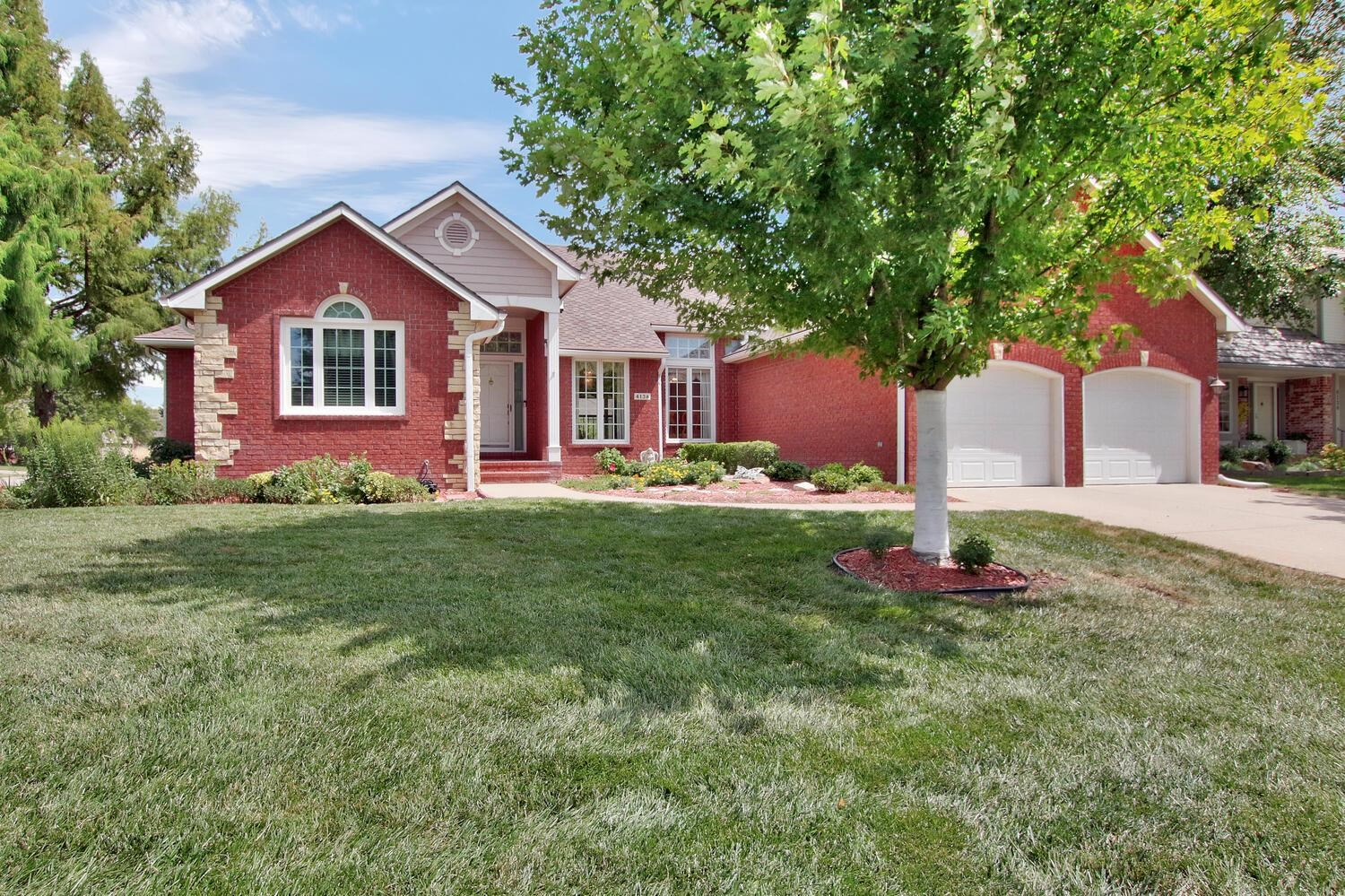 NEW PRICE!  Light and bright with an open floorplan that's perfect for entertaining all in the Willo