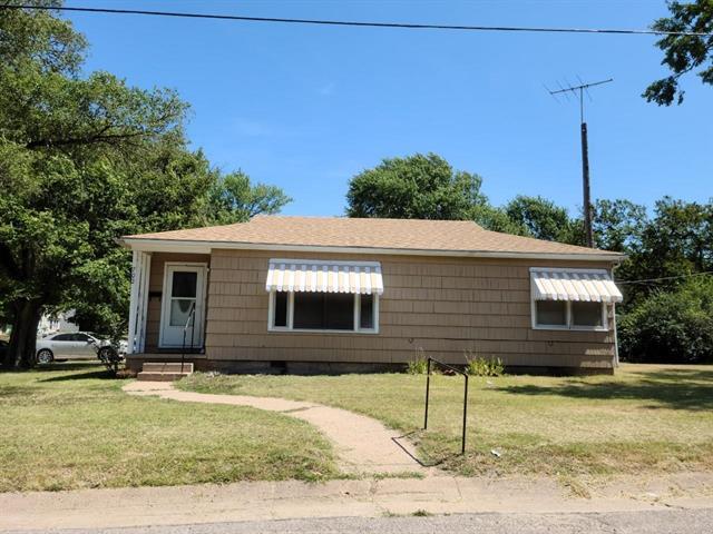 For Sale: 702 E 7TH ST, Wellington KS