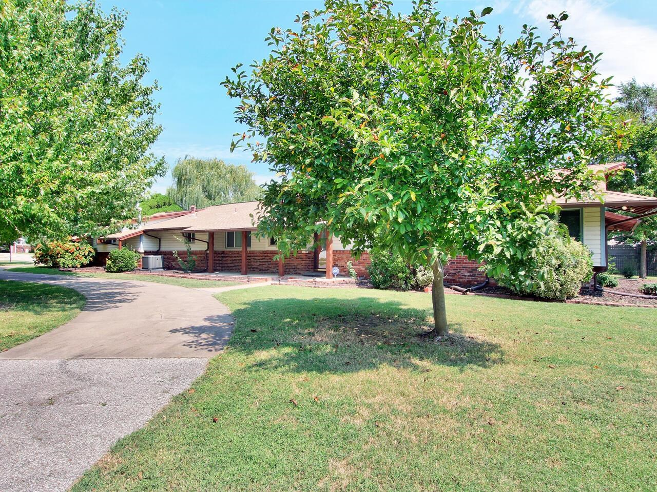 If you're looking for a country setting in a tranquil neighborhood, yet close to one of the main tho
