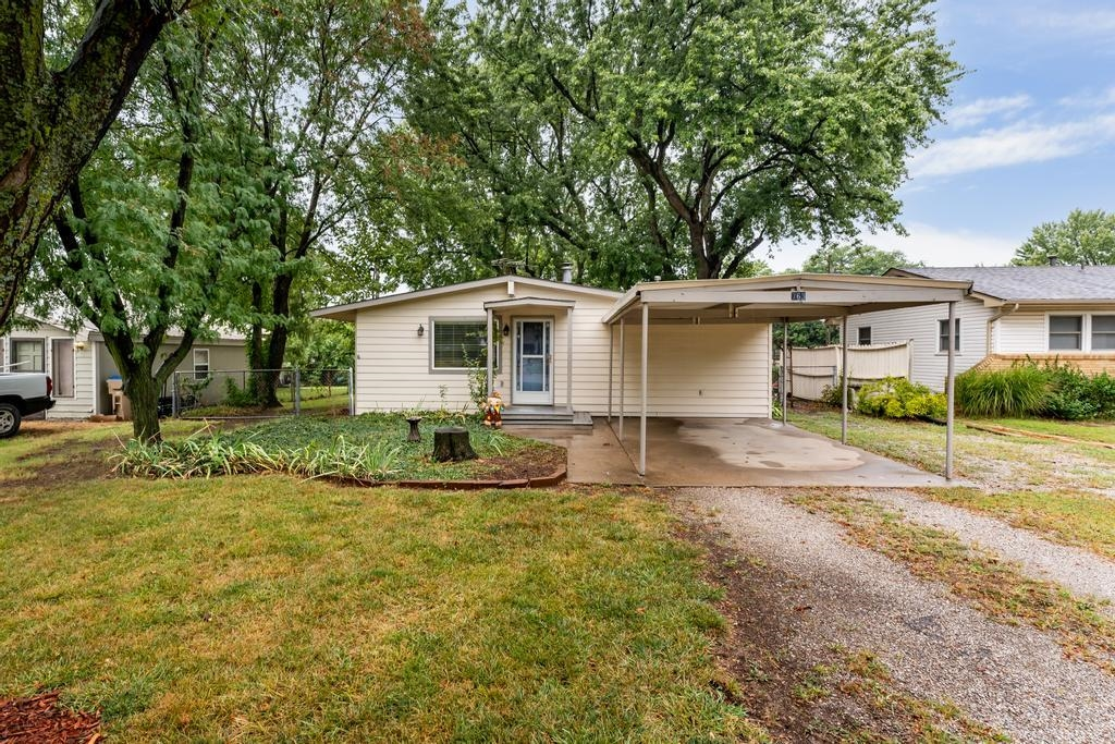 Welcome Home! If you have been looking for a 3 bedroom 1 bath home in Derby this one is it! This hom