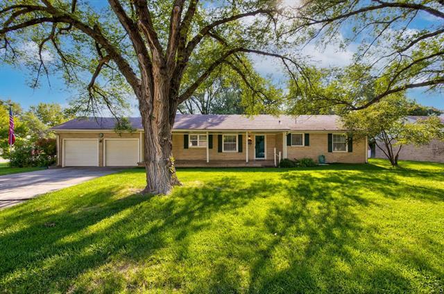 For Sale: 67 E 27th Ave, Hutchinson KS