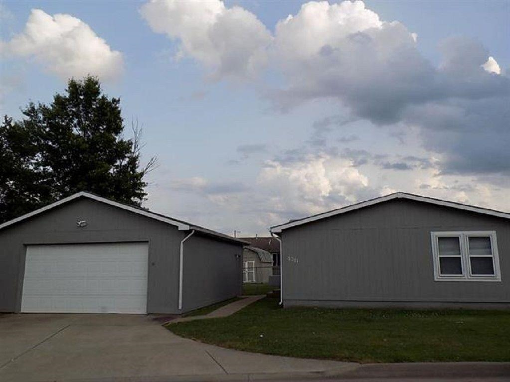 Beautiful 3bedroom-2bath traditional ranch-style home; offers a open floor plan and several updates.