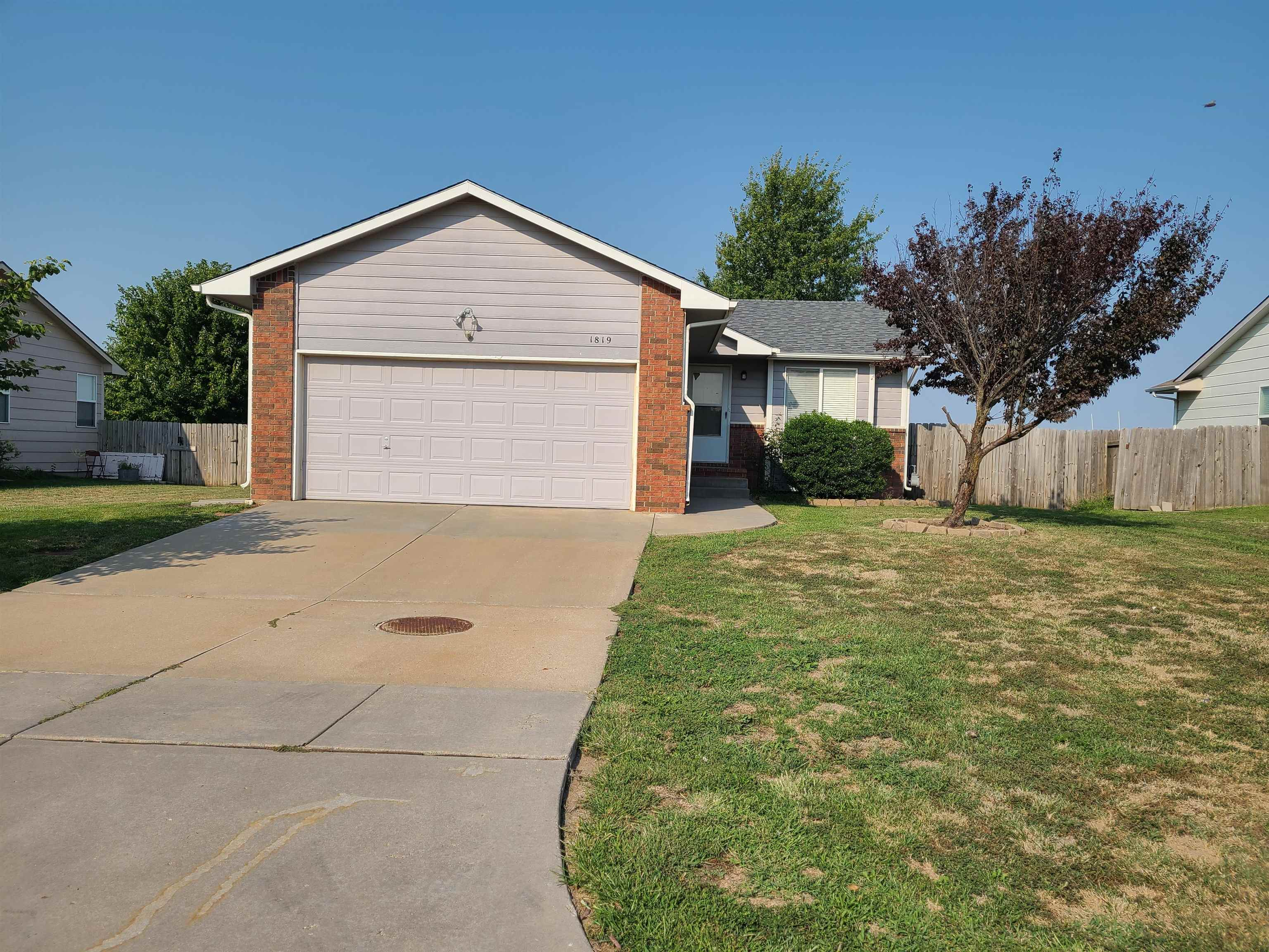 Nice Home. 3 Bedroom and 2 Baths. Large Family Room in Basement. Vaulted Ceiling. Ceiling Fans. Prop