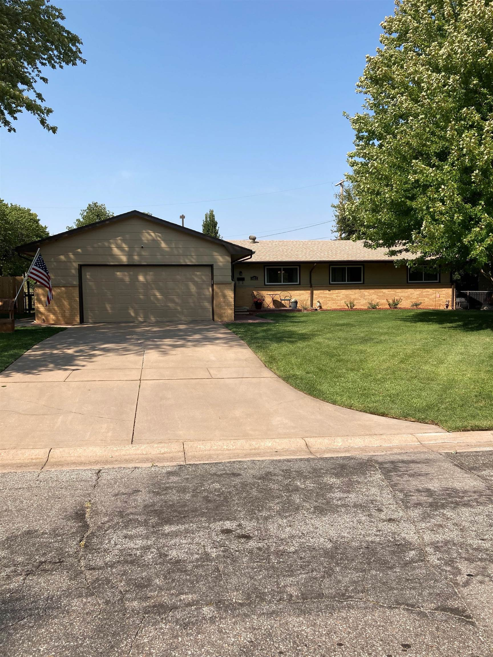 Well maintained home on the desirable Northwest side of Wichita located near Central and Maize. Come