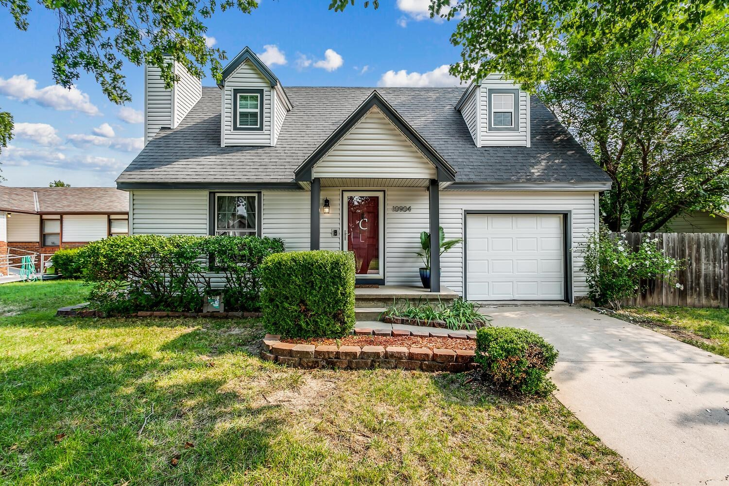 This move in ready, 2 story home is located in the Goddard school district! The spacious living room