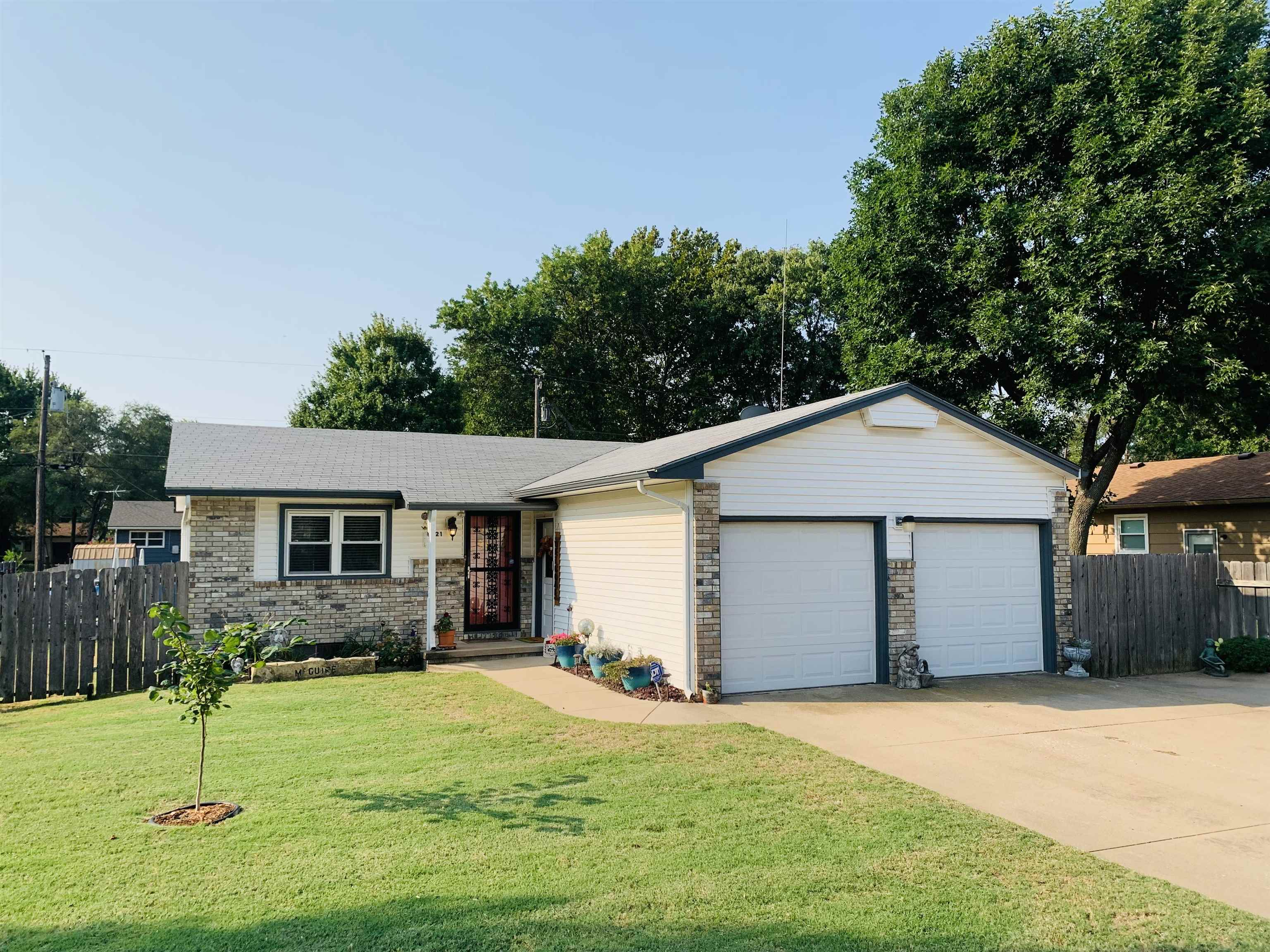 This cozy ranch home located in west Wichita offers 2 bedrooms, 1.5 bathrooms, open kitchen and dini