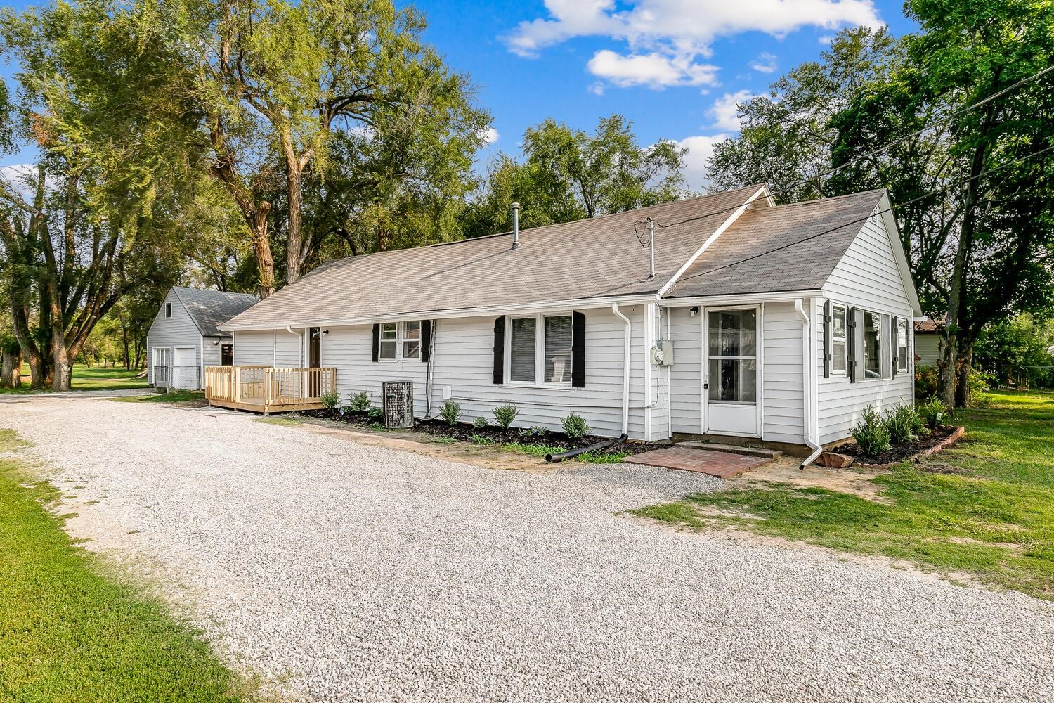 Spread out on a lot that's over an acre, this newly-remodeled ranch home in Valley Center is brimmin