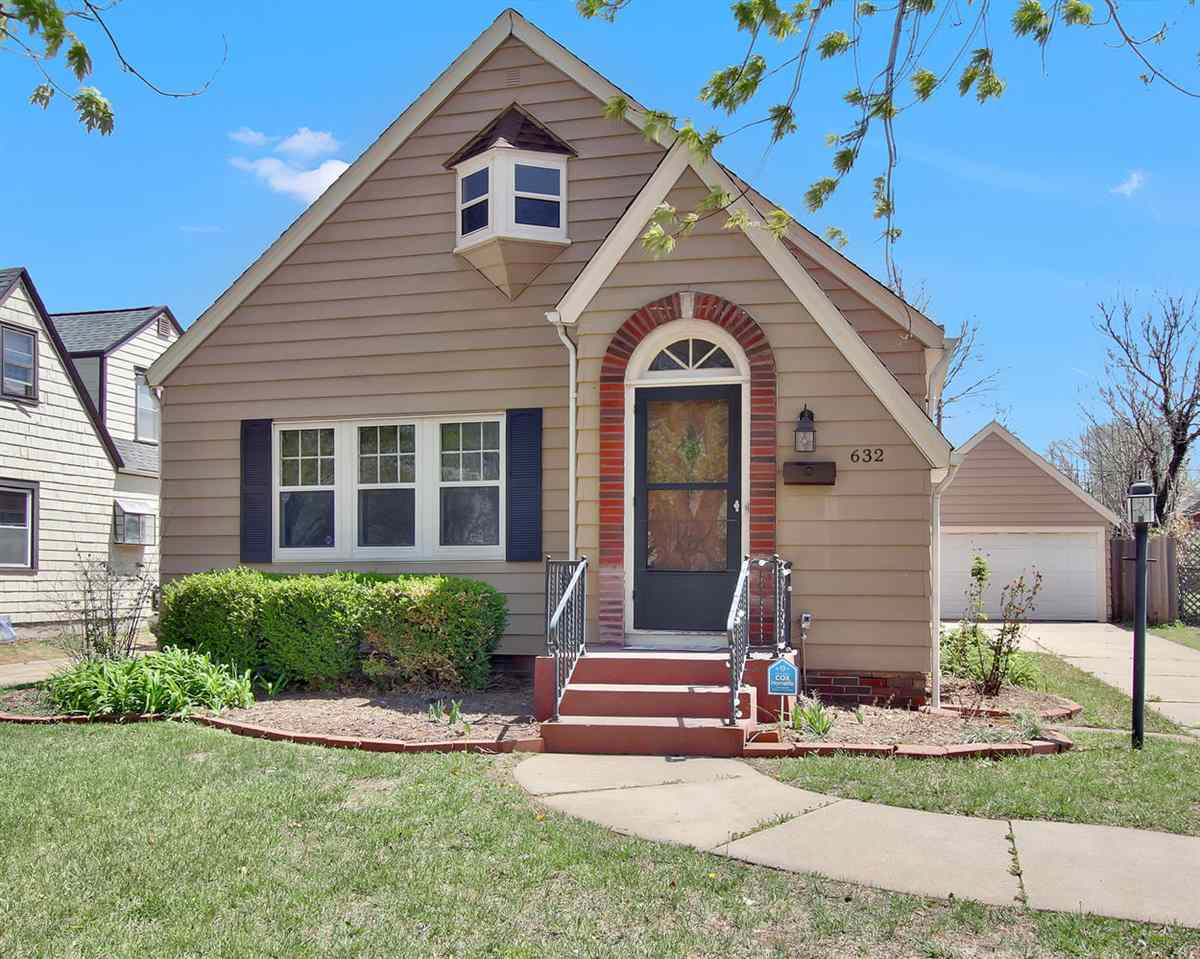 Enjoy living at this home which has a lot of charm and character - centrally located. Close to schoo