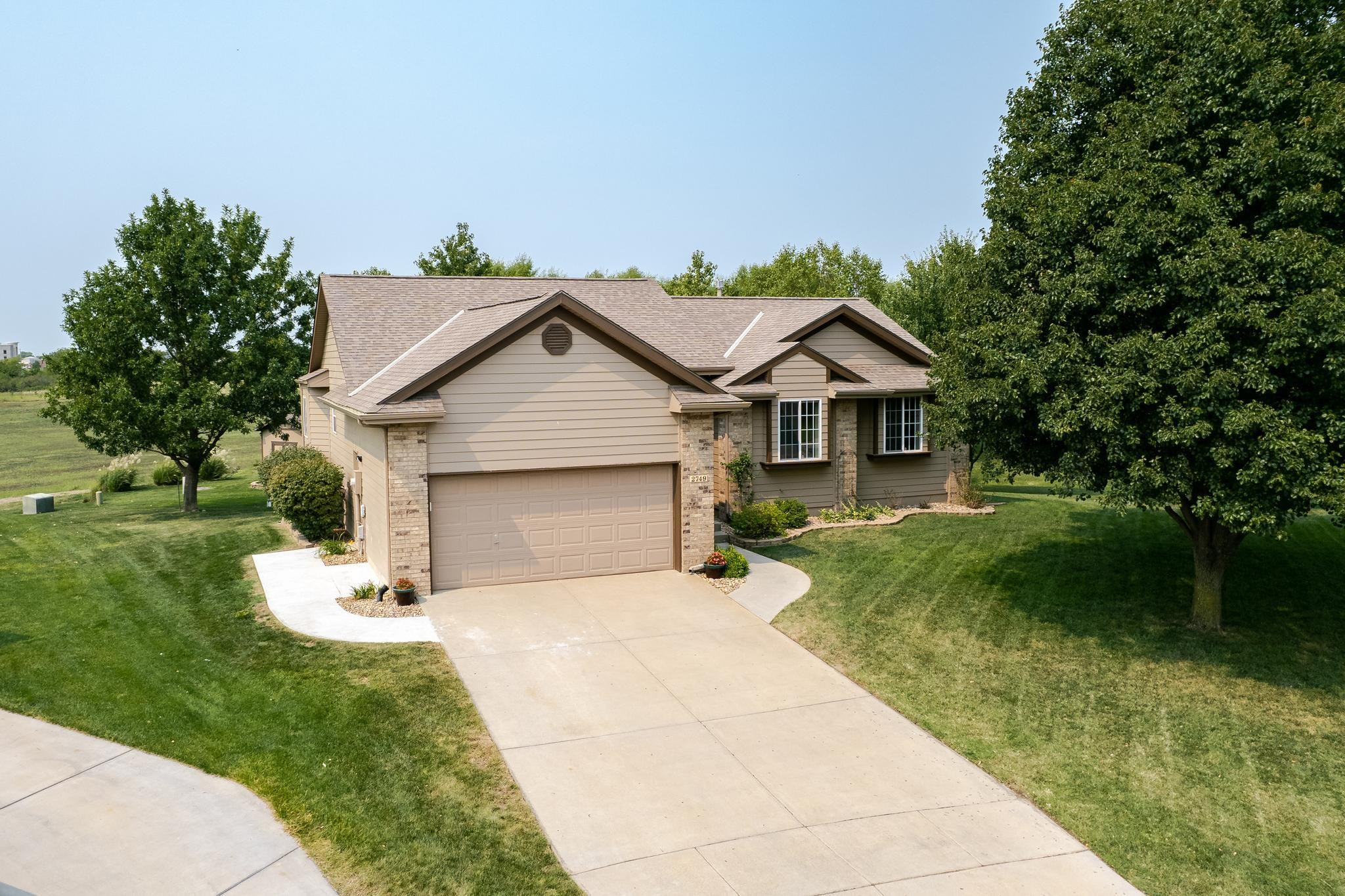 Wonderful ranch home in Bradford North, a neighborhood with great amenities and in the Maize School