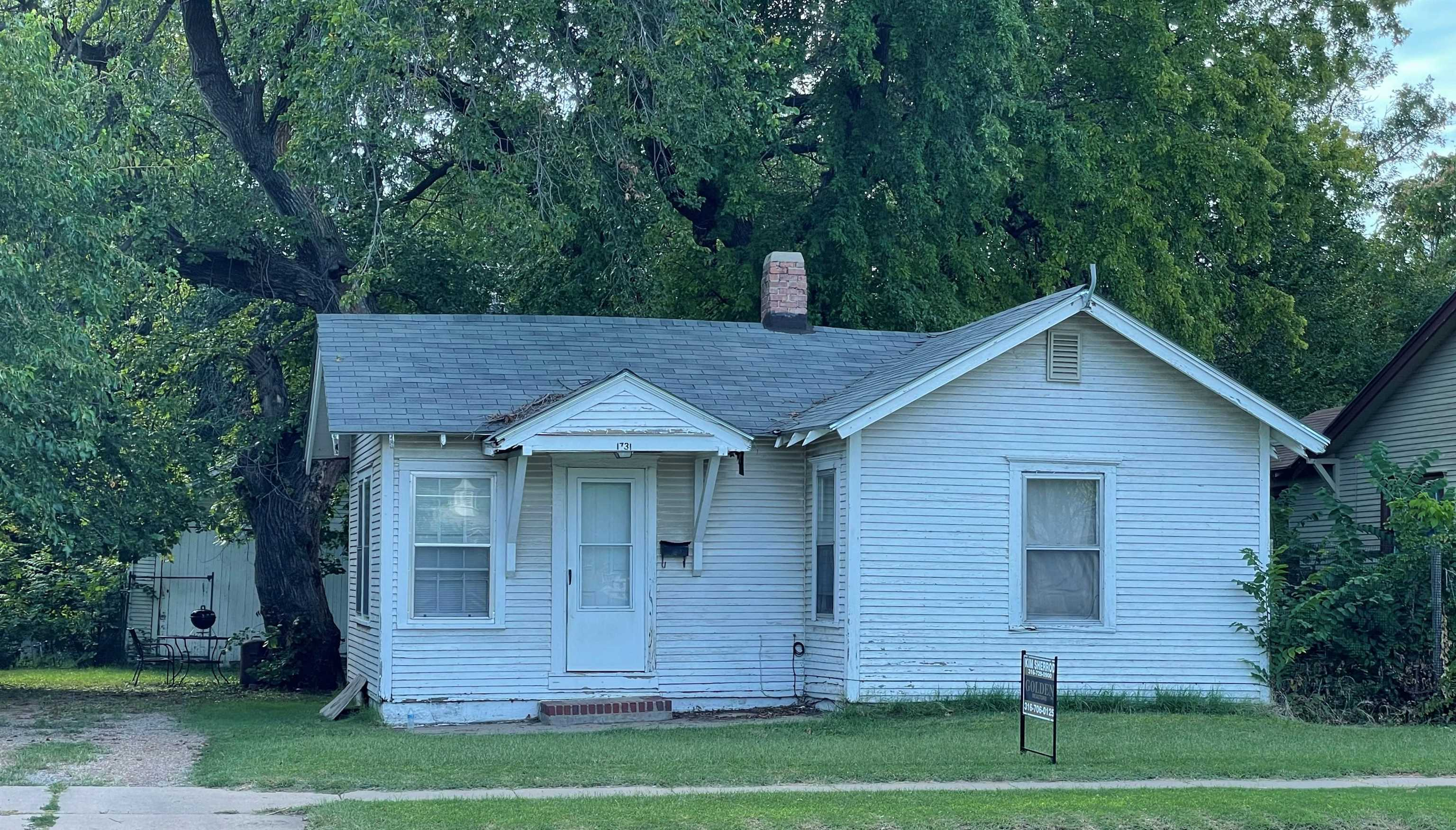INSTANT MONEY MAKER! Investors only. This 1bed/1bath home is currently occupied by a very long term