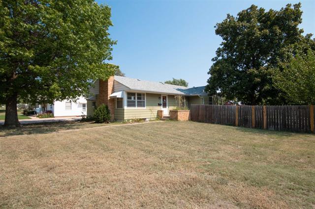 For Sale: 400 E H Ave, Kingman KS