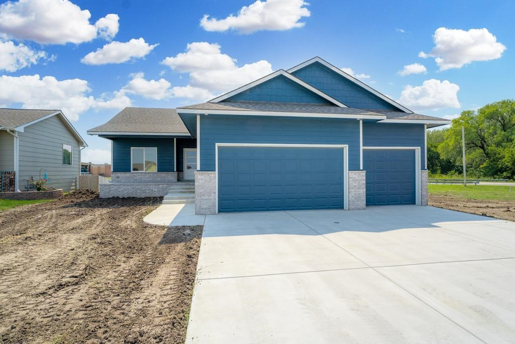 VALLEY CENTER … MODERN FINISHES ... BRAND NEW HOME!  Tons of square footage with beautiful modern fi