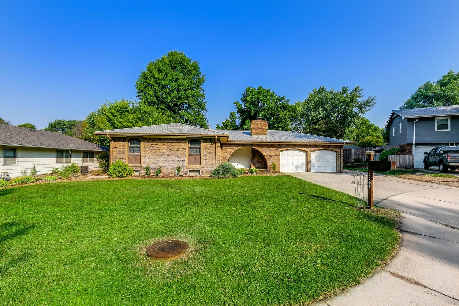 Beautiful ranch home featuring 3 Bedrooms & 3 Baths with an additional basement bonus room.  Spaciou