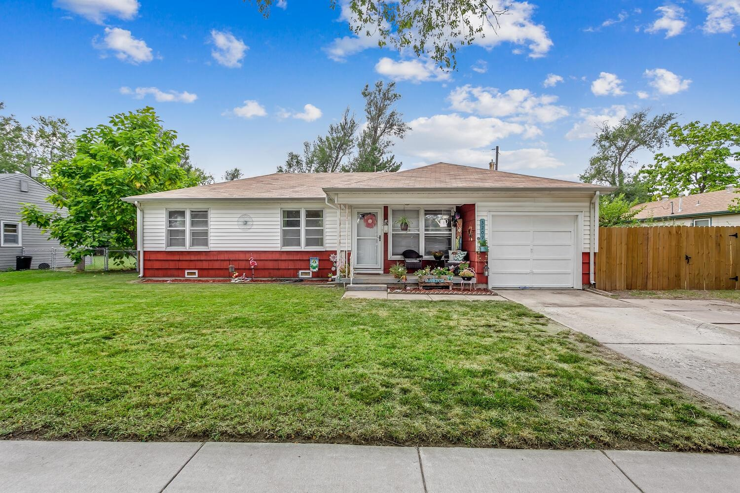 Come check out this 3 bedroom 1 bathroom with  hardwood floors throughout. This home boasts a 2 year